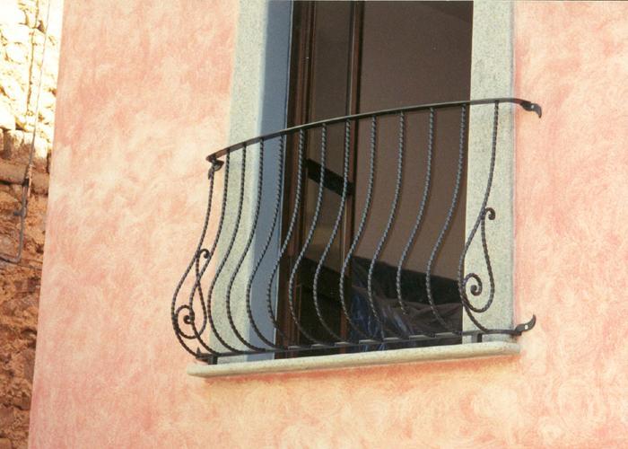 balconi ringhiere in ferro battuto : Della Categoria Balconi Con Ringhiere In Ferro Battuto E Acciaio In ...