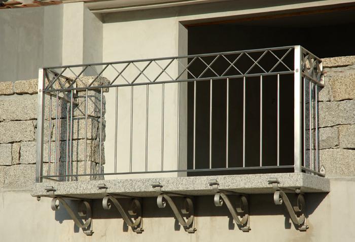 Ziranu Salvatore - Balconi con ringhiere in ferro battuto e acciaio INOX