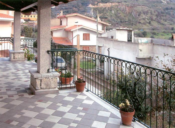 Ziranu salvatore balcone con ringhiera modello klimt in - Ringhiere in ferro battuto per balconi esterni ...