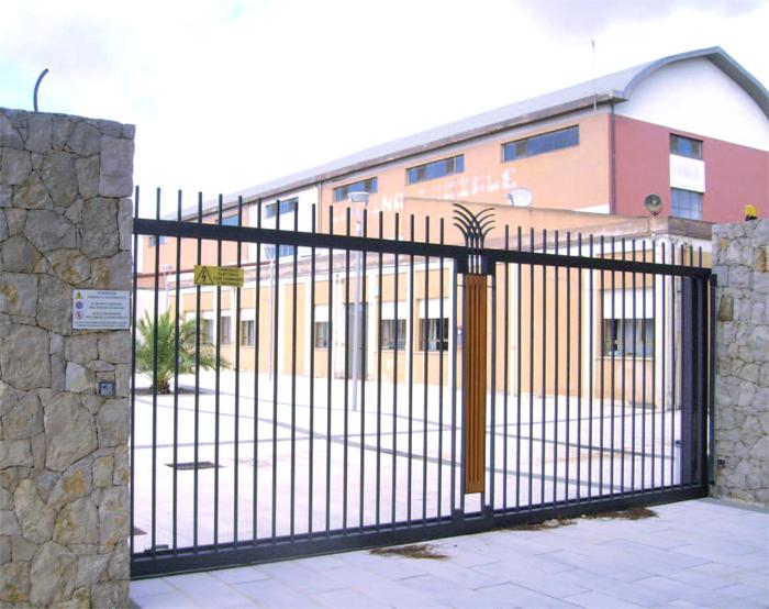 Ziranu salvatore cancello in ferro cantina santa maria for Cancelli ferro battuto foto