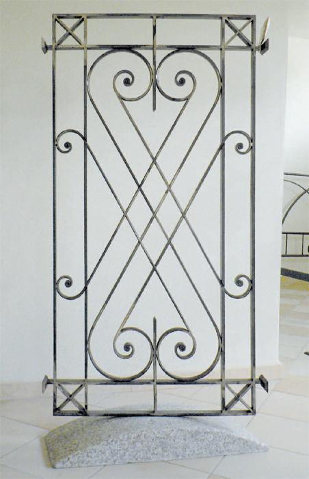 Ziranu salvatore grata in ferro battuto modello embrasse for Grate in legno per balconi